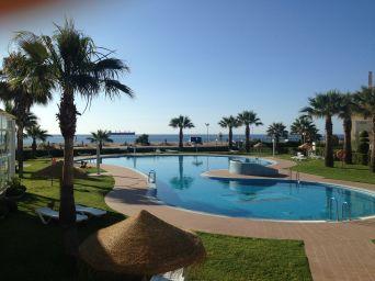 Buitenbad met op achtergrond Strand